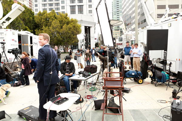 Channel 2 anchor watches Ustream Flashmob at the Apple iPhone 5 launch event