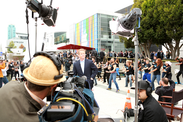 News Anchor ready to go live, keeps a straight face during Ustream iPhone 5 Flashmob
