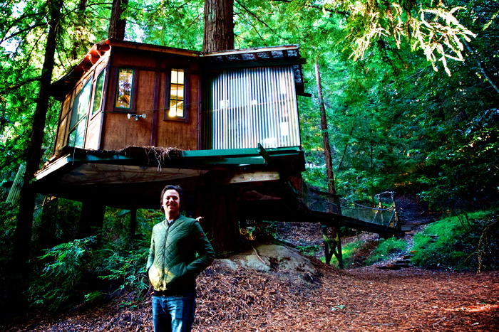 Dennis Goedegebuure at the Redwood treehouse rented for a night at Airbnb