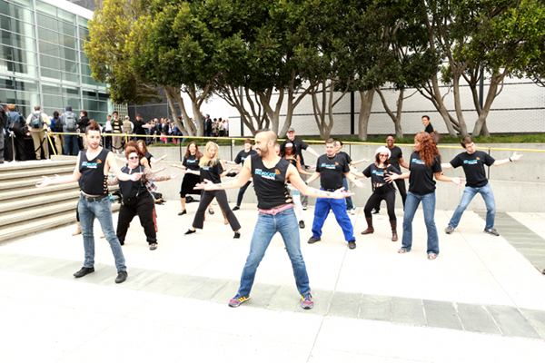 UStream Flashmob at iPhone 5 Apple event