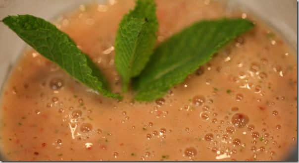 Apple-strawberry-orange-mint-smoothie-6