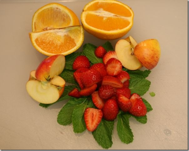 Apple-strawberry-orange-mint-smoothie