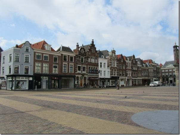 grote-markt-delft-houses